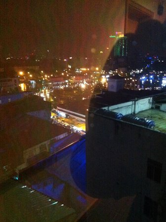 Liberty Central Saigon Centre Hotel : HCMC at night as seen from room 8108
