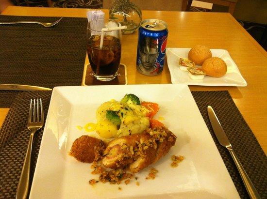 Liberty Central Saigon Centre Hotel: Chow time