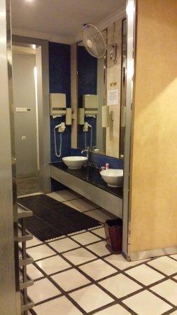 Grand Angkasa Medan managed by AccorHotels: Bathroom