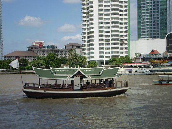 ibis Bangkok Riverside : View from the pool area of the Chao Parya river