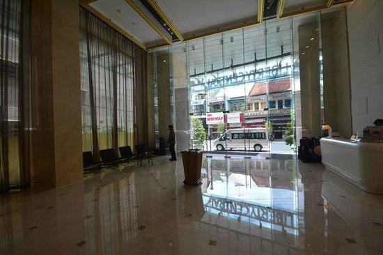 Liberty Central Saigon Centre Hotel: Main Lobby