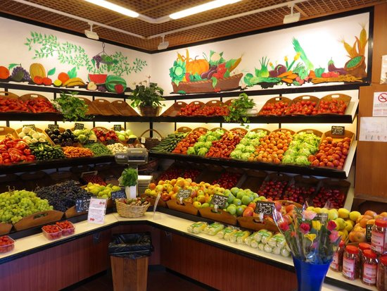 Union Lido Camping Lodging Hotel: Marchand de fruits et légumes.