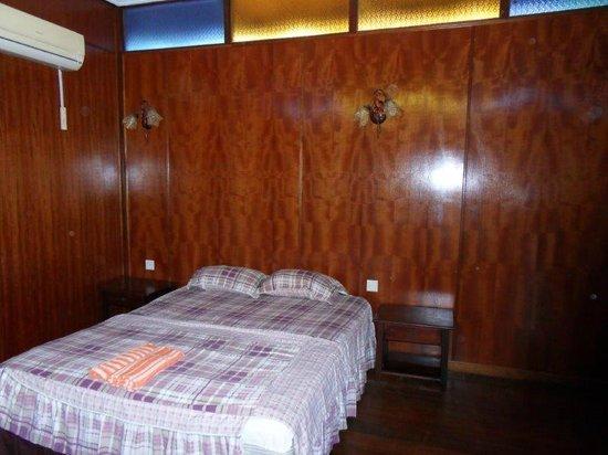 Adina Motel : bed
