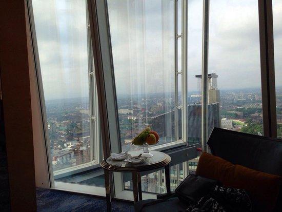 Shangri-La Hotel, At The Shard, London: Hotel room at the Shard