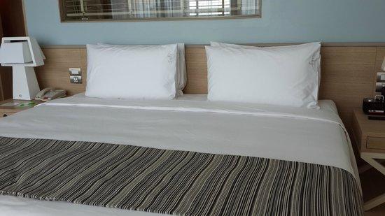 Holiday Inn Pattaya : 新的Executive tower房間內的床
