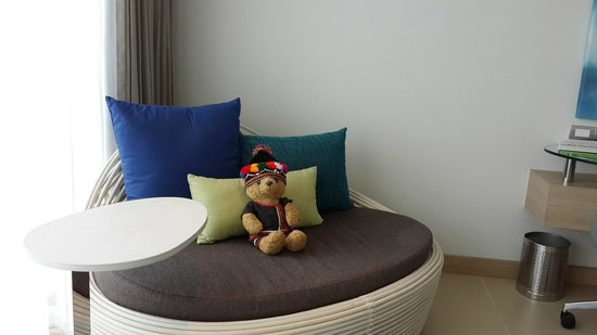 Holiday Inn Pattaya : 新的Executive tower房間內的沙發