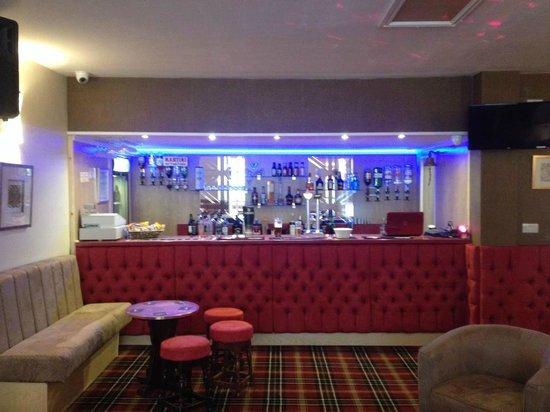 New Valron Hotel: bar area