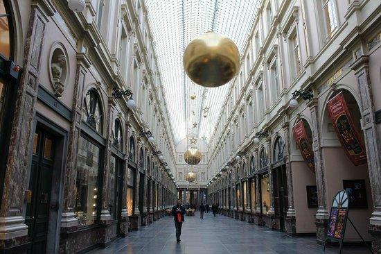 Les Galeries Royales Saint-Hubert : アーケード内2