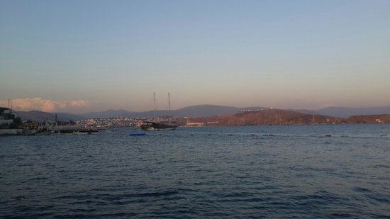 Isis Hotel : Tek güzel olan şey denizi.