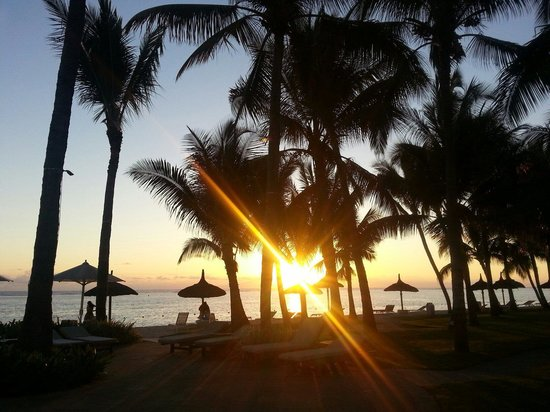 Sugar Beach Golf & Spa Resort : Sunset on the beach, Sugar Beach, Mauritius