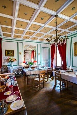 Chateau de Chesne: Breakfast room