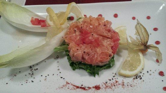Le Lucullus: Tartare de saumon frais et fumé