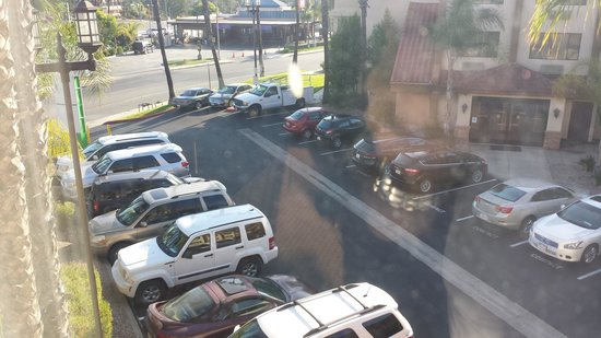 Best Western Plus La Mesa San Diego: Outside carpark View