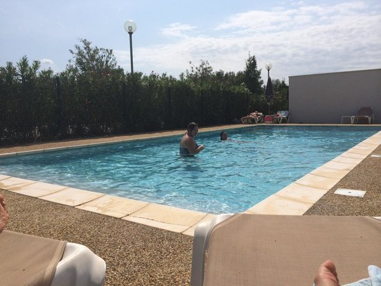 Piscine photo de ibis budget istres trigance istres for Budget piscine