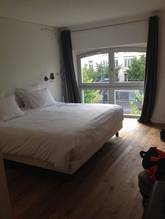 Chambre 6 avec lit king size photo de hotel 21 foch for Lit king size but