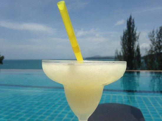 Aquamarine Resort & Villa: Relaxing by the pool