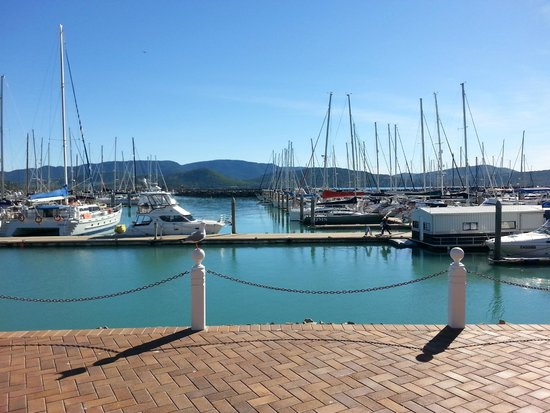 Seabreeze Tourist Park Airlie Beach : Catch a boat and go out to the Islands.