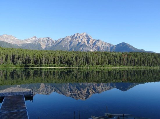 Patricia Lake Bungalows Resort : The morning view