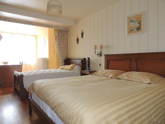 Moutier-Malcard, Francia: la chambre jaune/the yellow room