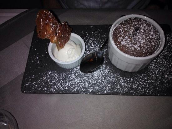 La Cuiller a Pot: chocolate fondant & ice cream