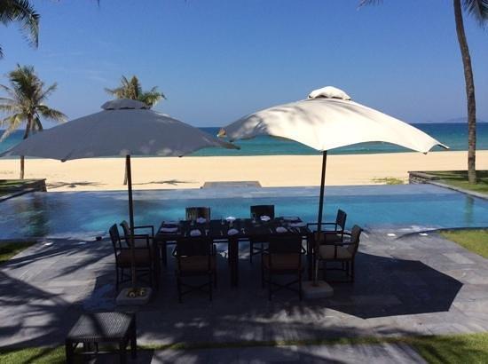 The Nam Hai Hoi An: Room service devant la piscine de notre villa