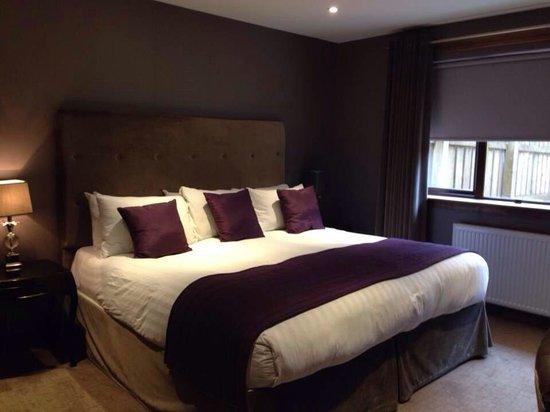 Dalziel Park Hotel & Golf Club: Huge Bed !