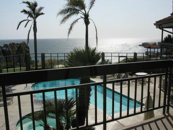 The Inn at the Cove: Отель и прилегающая к нему территория
