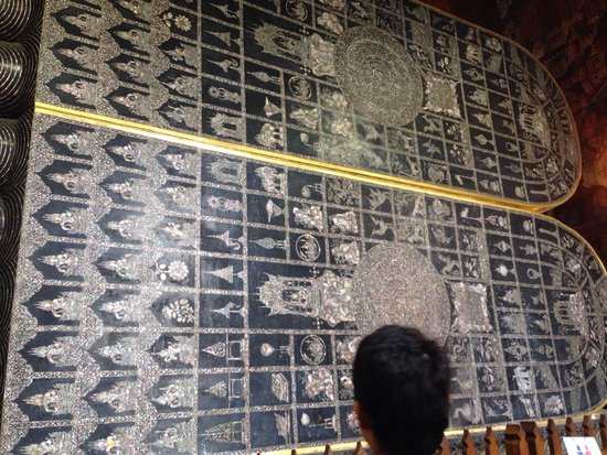 Wat Pho (Tempel des liegenden Buddha): 足の裏がすごい!です