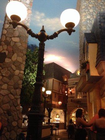 Le Village Buffet at Paris Las Vegas : Decor