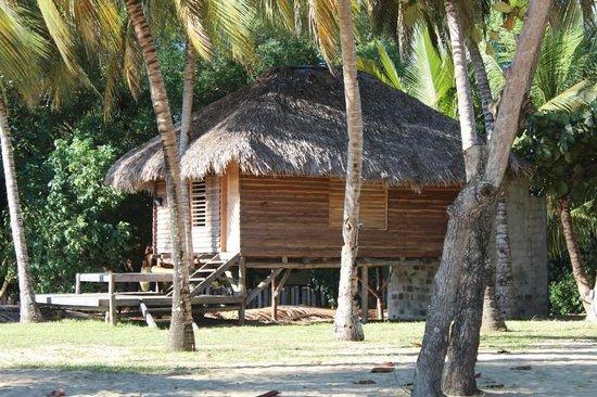 Nosy Lodge : bungalow plage