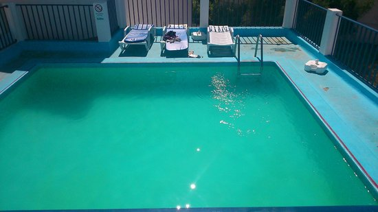 Regina Apartmentos: Pool was usually quiet, had 4 loungers round it then about 8 on the terrace above
