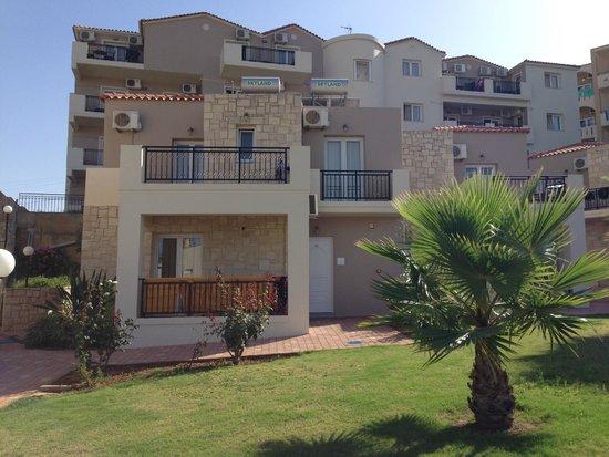 Santa Marina Beach Hotel: 'Villaen' som ligger 200 meter fra hotellet.