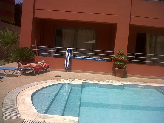 Hotel Anatoli : Pool and view on the appartments in 2nd building