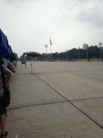 Ho Chi Minh Mausoleum: The long Line