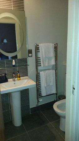 Kirklands Hotel: Bathroom