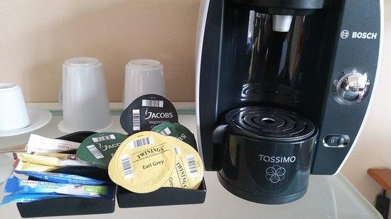 Steigenberger Hotel Hamburg: coffee and tea machine