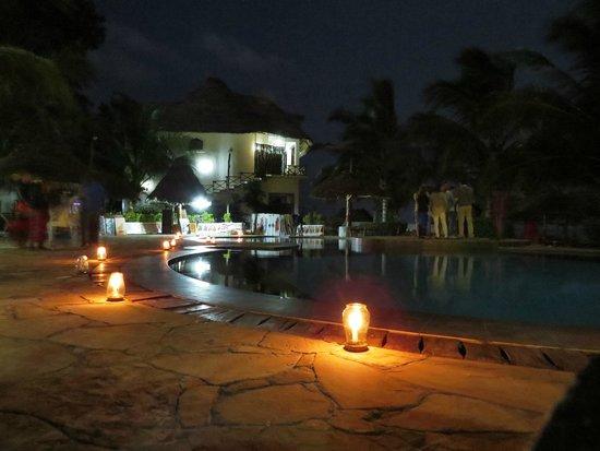 Waridi Beach Resort & Spa: Pool party