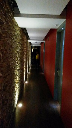 Hôtel du Théâtre : Trendiger Korridor zu den Zimmern