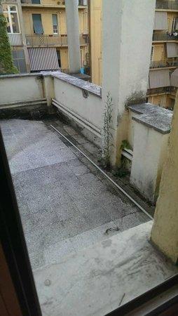 Hotel San Giusto: Вид из окна на террасу