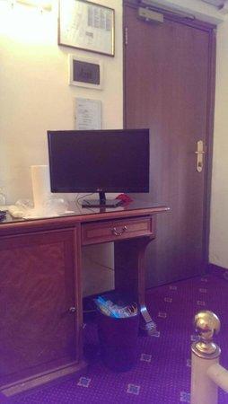 Hotel San Giusto: стол