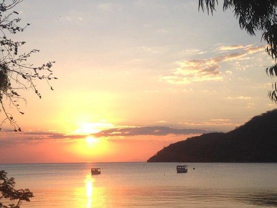 Thumbi View Lodge: Evening sunset from Thumbi's deck