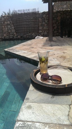 Six Senses Zighy Bay: chillin by the pool