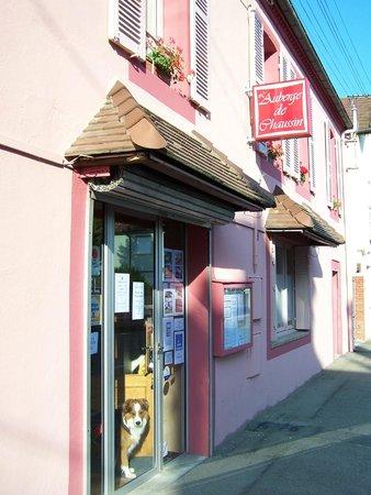 Auberge de Chaussin: restaurant devant