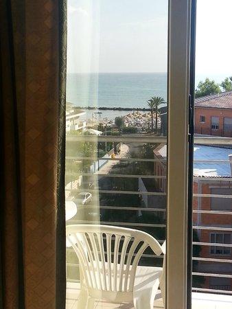 Hotel Prestige: vista da camera al 5 piano con vista mare