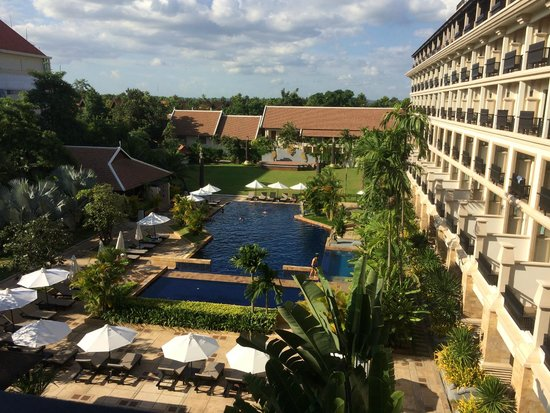 Angkor Miracle Resort & Spa : salt water pool