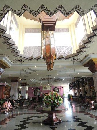 Hotel Riu Vallarta : cool ceiling in the Lobby