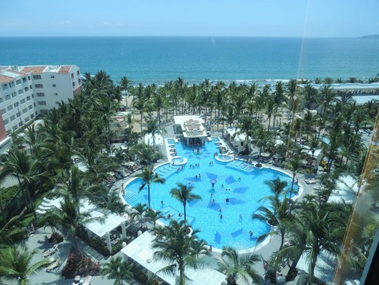 Hotel Riu Vallarta : the Adult pool  from the Elevator
