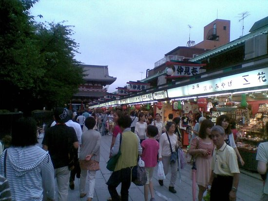 Asakusa Shrine: Shopping street leading to temple