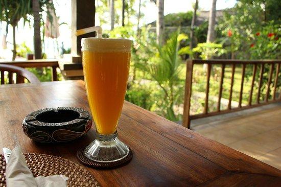 Bali Bhuana Beach Cottages: Nice drink in restaurant