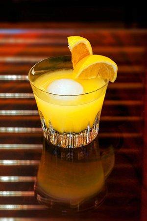 The Bar at The Peninsula Hong Kong: Johnny's Screwdriver at The Bar